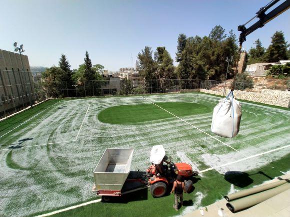 התקנת דשא סינטטי איכותי עם חברת גרין סיסטם